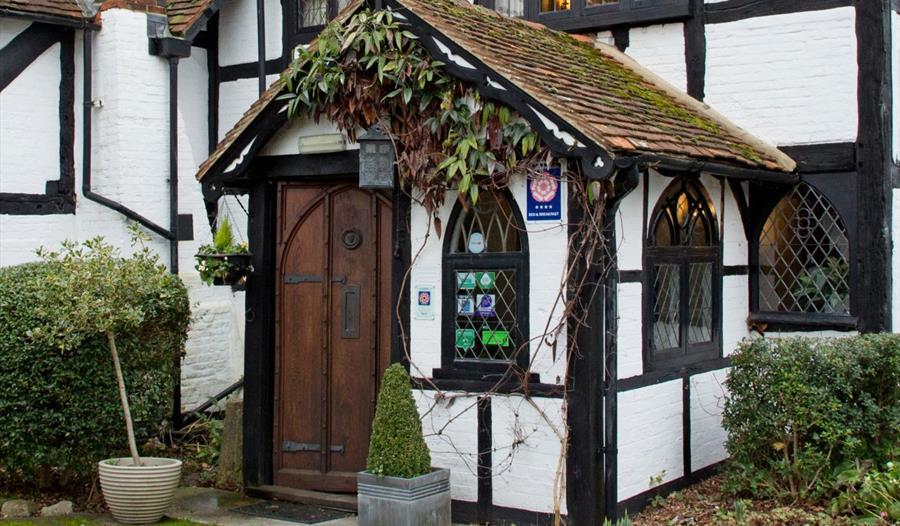 The Old Farmhouse - Windsor - Visit Windsor