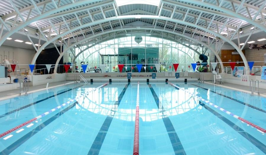 Windsor leisure centre windsor for Staines swimming pool timetable