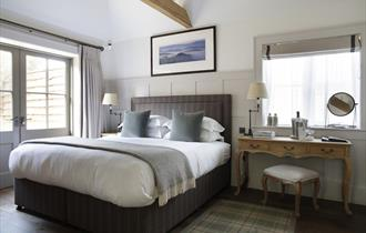 Hurley House Hotel bedroom